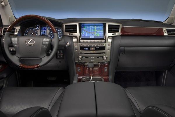 Интерьер салона Lexus LX