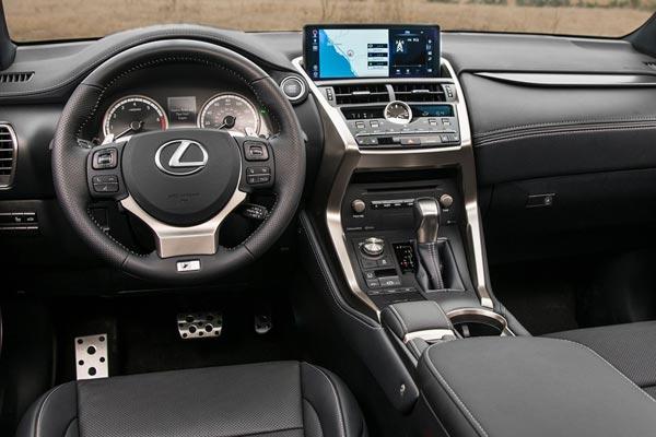 Интерьер салона Lexus NX