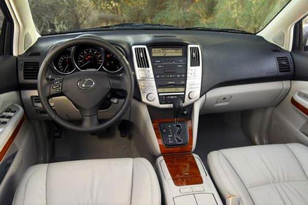 Интерьер салона Lexus RX