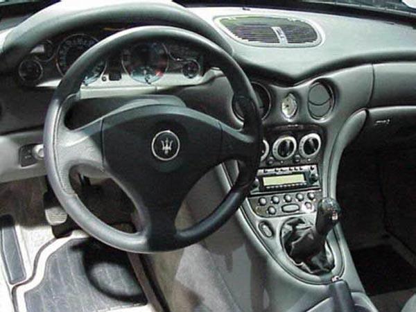 Интерьер салона Maserati 3200GT