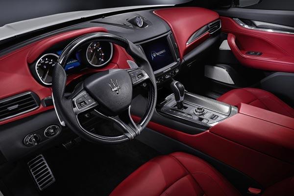 Интерьер салона Maserati Levante
