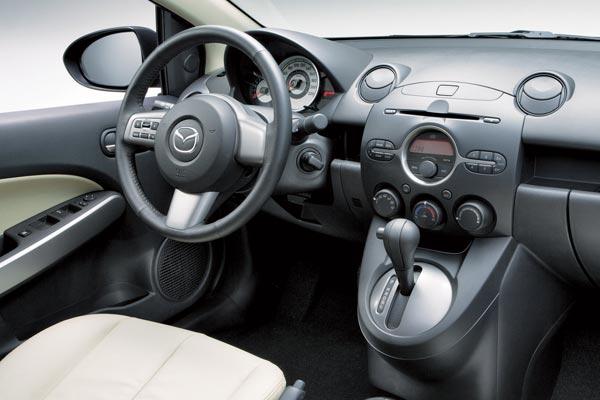 Интерьер салона Mazda 2 Sedan