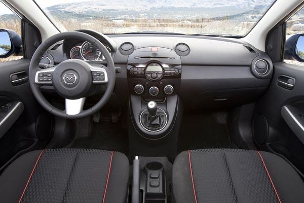 Интерьер салона Mazda 2