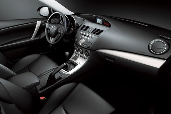 Интерьер салона Mazda 3