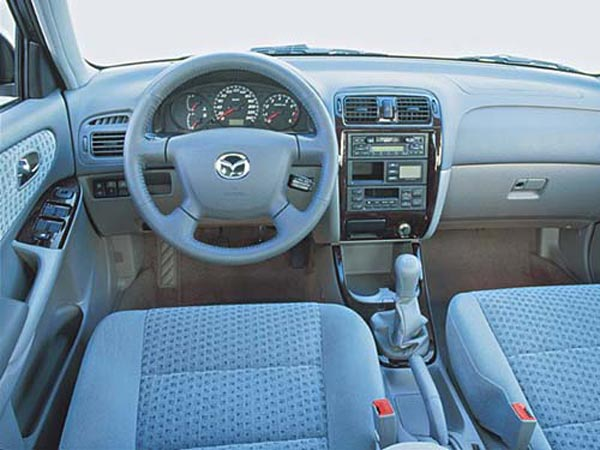 Интерьер салона Mazda 626 Wagon