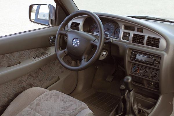 Интерьер салона Mazda B2500