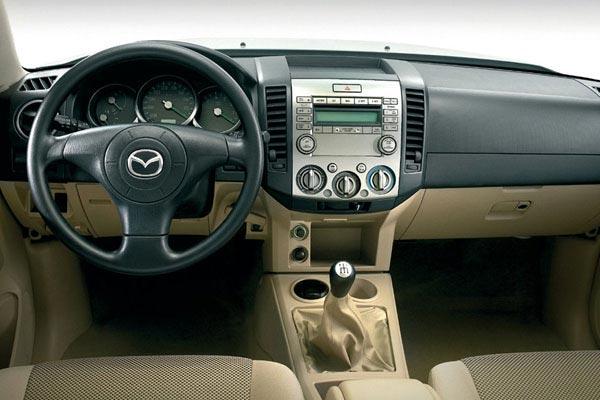 Интерьер салона Mazda BT-50
