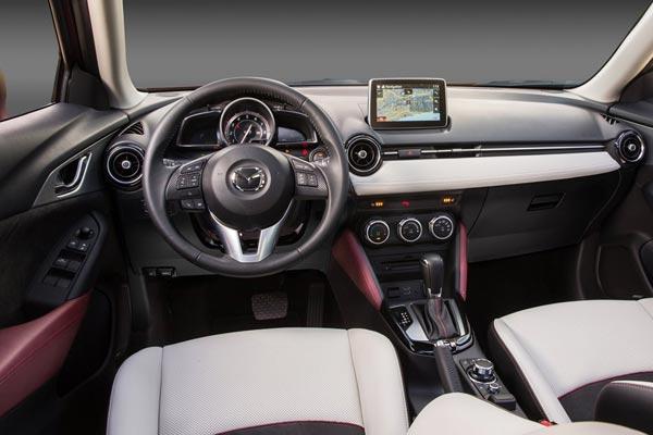 Интерьер салона Mazda CX-3