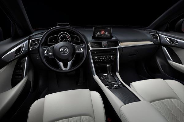 Интерьер салона Mazda CX-4