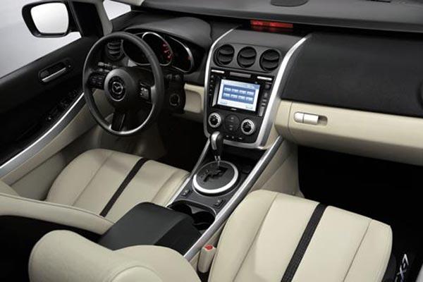 Интерьер салона Mazda CX-7
