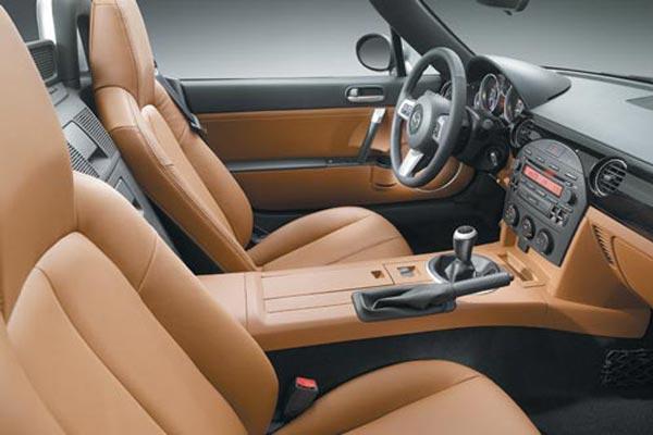 Интерьер салона Mazda MX-5 Miata