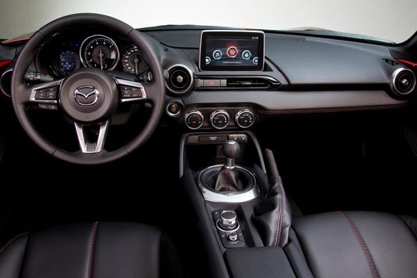 Интерьер салона Mazda MX-5