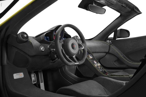 Интерьер салона McLaren 675LT Spider