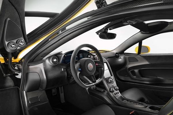 Интерьер салона McLaren P1