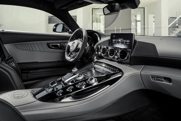 Интерьер салона Mercedes AMG GT