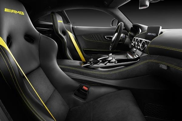 Интерьер салона Mercedes AMG GT R