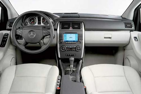Интерьер салона Mercedes B-Class