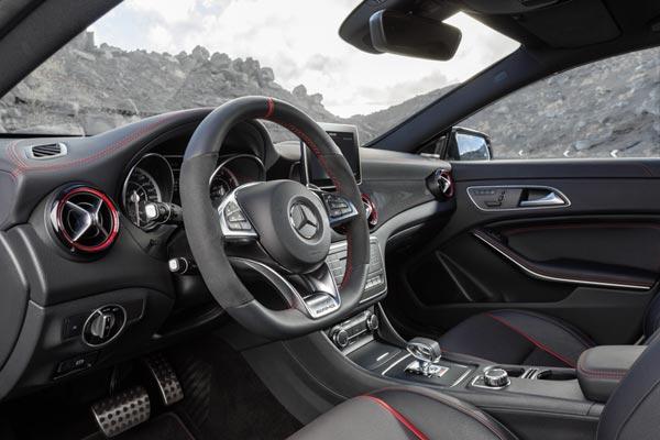 Интерьер салона Mercedes CLA 45 AMG Shooting Brake