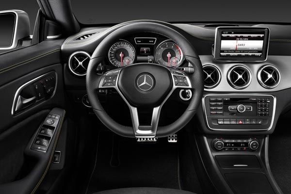 Интерьер салона Mercedes CLA