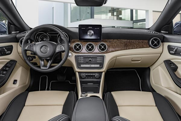 Интерьер салона Mercedes CLA Shooting Brake
