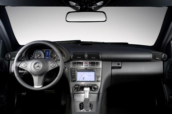 Интерьер салона Mercedes CLC