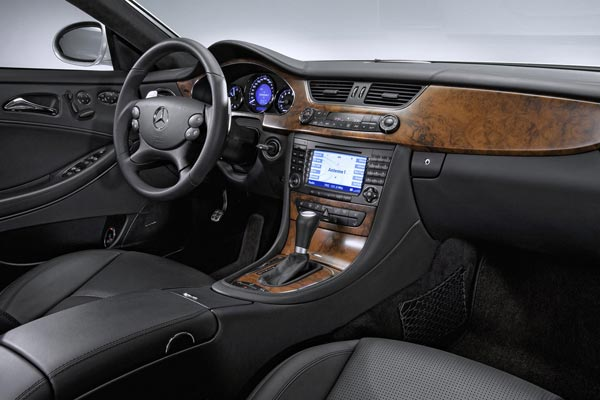 Интерьер салона Mercedes CLS 63 AMG