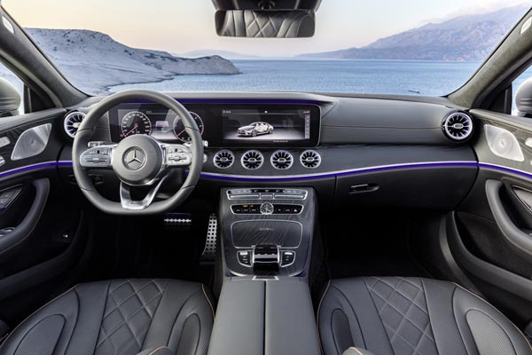Интерьер салона Mercedes CLS