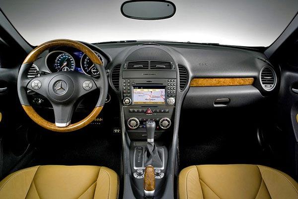Интерьер салона Mercedes SLK