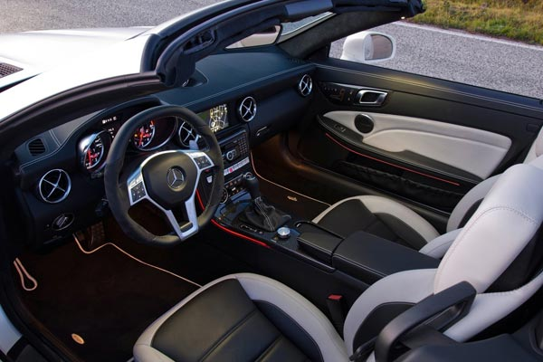 Интерьер салона Mercedes SLK AMG