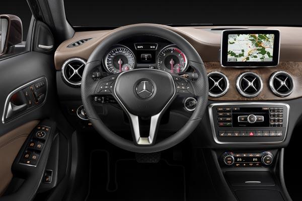 Интерьер салона Mercedes GLA