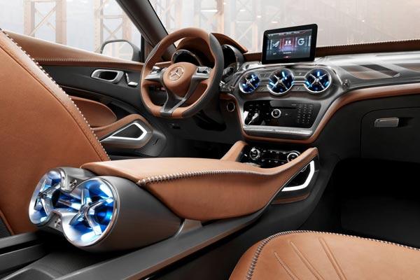 Интерьер салона Mercedes GLA Concept