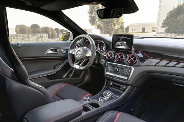 Интерьер салона Mercedes GLA 45 AMG