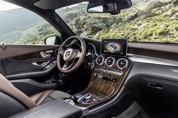 Интерьер салона Mercedes GLC