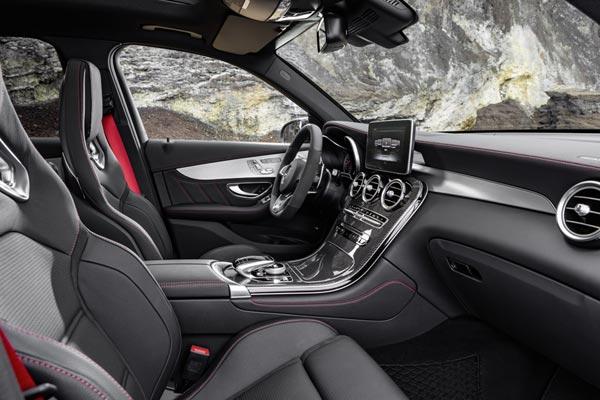 Интерьер салона Mercedes GLC 43 AMG