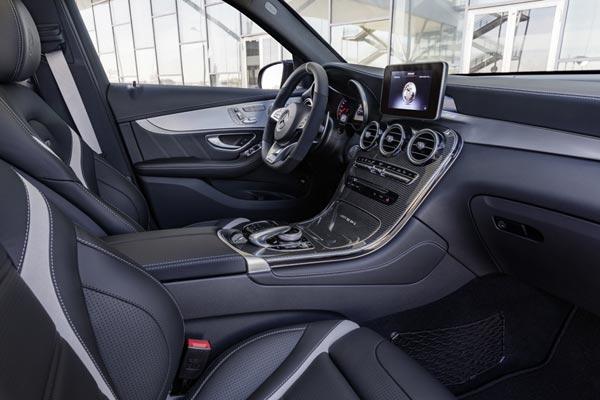 Интерьер салона Mercedes GLC 63 AMG
