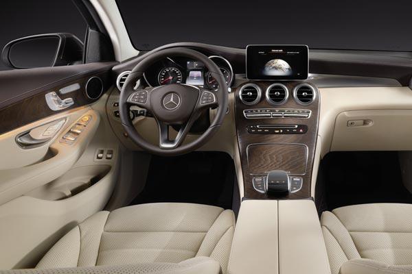 Интерьер салона Mercedes GLC Coupe