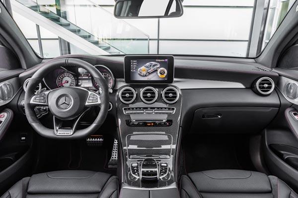 Интерьер салона Mercedes GLC 43 AMG Coupe