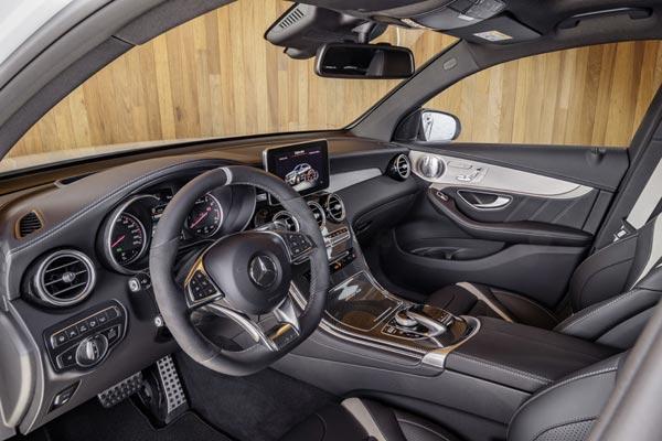 Интерьер салона Mercedes GLC 63 AMG Coupe