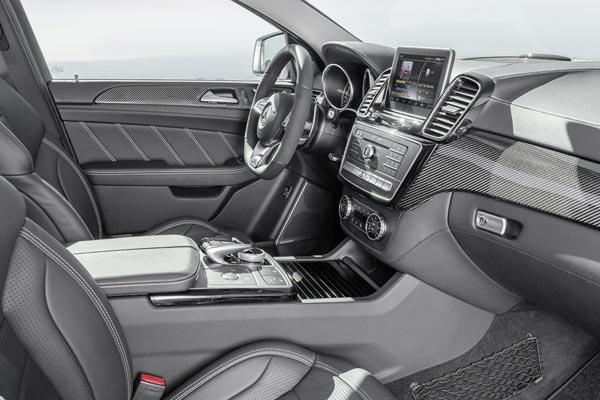 Интерьер салона Mercedes GLE 63 AMG Coupe