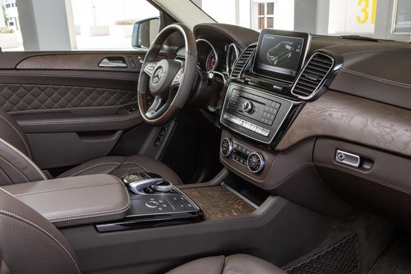 Интерьер салона Mercedes GLE 500e