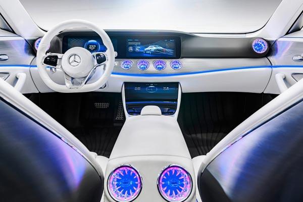 Интерьер салона Mercedes IAA Concept