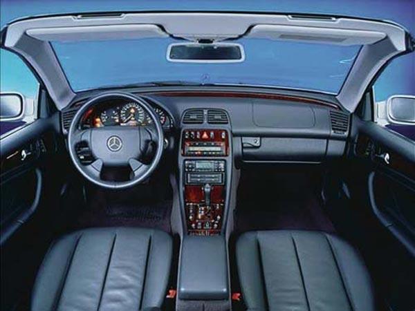 Интерьер салона Mercedes CLK Cabrio