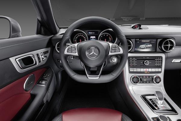 Интерьер салона Mercedes SLC