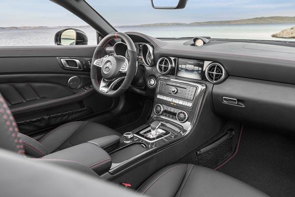 Интерьер салона Mercedes SLC 43 AMG