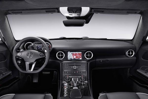 Интерьер салона Mercedes SLS
