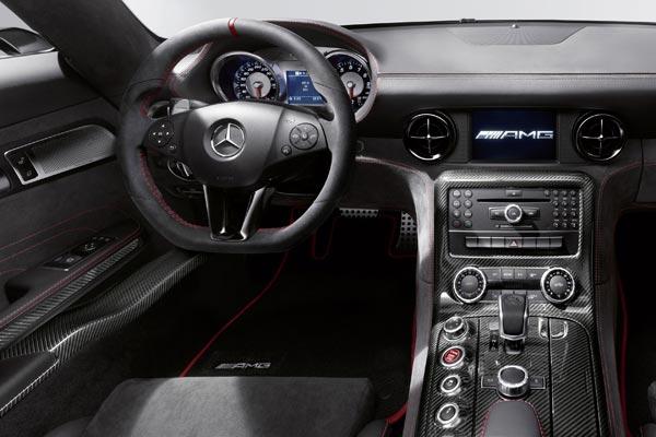 Интерьер салона Mercedes SLS Black Series