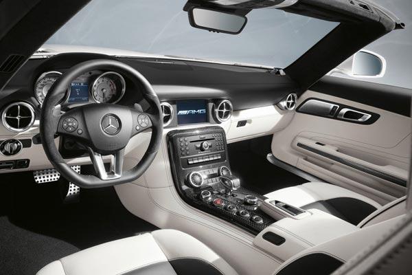 Интерьер салона Mercedes SLS AMG Roadster
