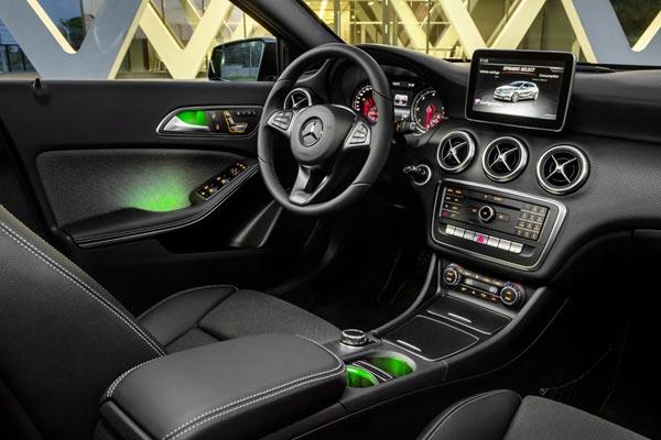 Интерьер салона Mercedes A-Class