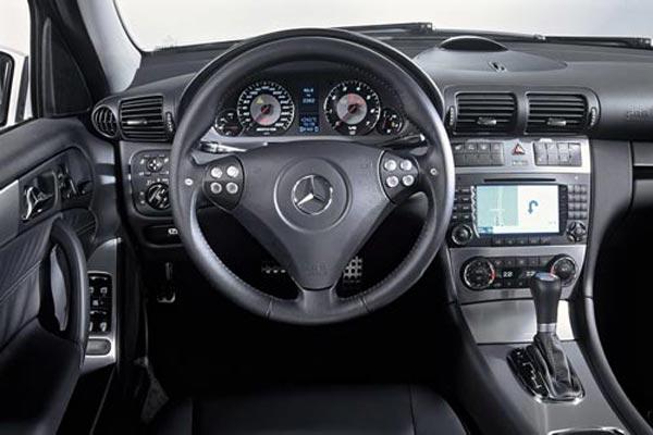 Интерьер салона Mercedes C-Class AMG Touring