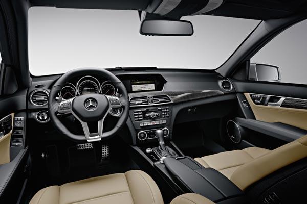 Интерьер салона Mercedes C-Class AMG